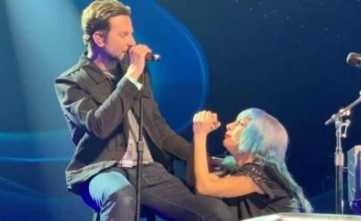 Bradley Cooper aparece de surpresa em show da Lady Gaga e canta 'Shallow'