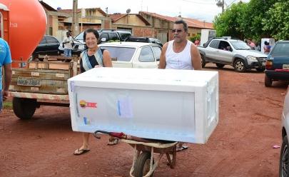 Programa faz troca gratuita de 100 geladeiras para moradores de Goiânia