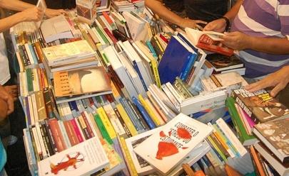 Shopping de Goiânia promove feira com livros a preço único de R$ 10