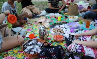 Churrasco vegetariano acontece em praça de Goiânia ao ar livre com entrada gratuita