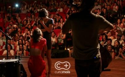 Mulher invade palco durante show da Maria Gadú em Goiânia para pedir namorada em casamento; veja o vídeo