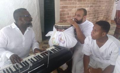 Após ser alvo de intolerância religiosa, Centro de Candomblé destruído recebe ajuda de evangélicos