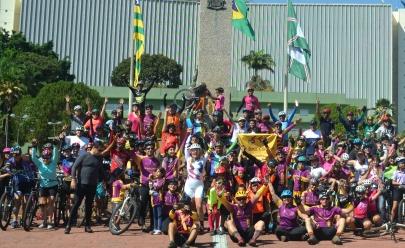Ciclistas deficientes visuais dão lição de superação em Goiânia