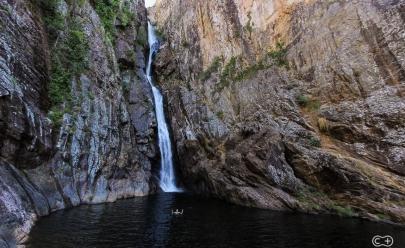 Descobrimos uma cachoeira gigante e impressionante escondida em um Cânion de Goiás
