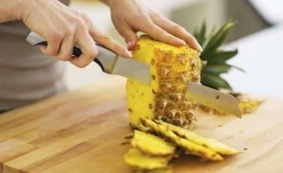 Detox natural: conheça os alimentos que limpam, desincham e emagrecem