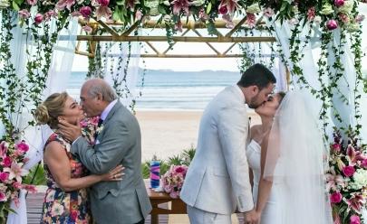 Mãe da noiva é pedida em casamento durante cerimônia da filha