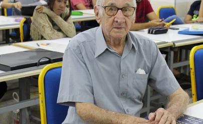 Aposentado realiza sonho de fazer faculdade de Arquitetura aos 90 anos