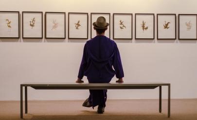O artista visual Renato Acha promove uma viagem no universo da arte em Brasília