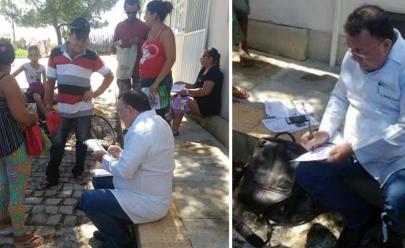 Posto de saúde fechado e médico atende pacientes na calçada