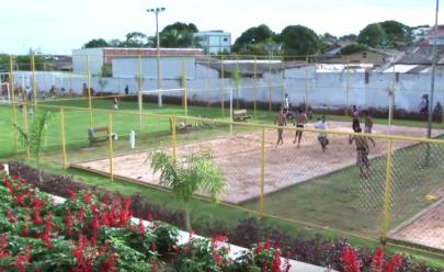 Praça no Aruanã II em Goiânia recebe pista de cooper, campos de areia e parque infantil após revitalização