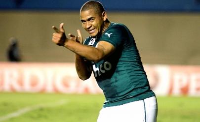 Walter deixa o Atlético-PR e volta a vestir a camisa do Goiás