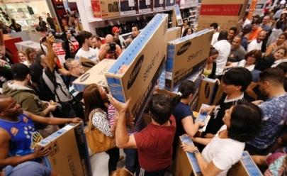40 lojas físicas e 14 sites são autuados por irregularidades na Black Friday pelo Procon Goiás