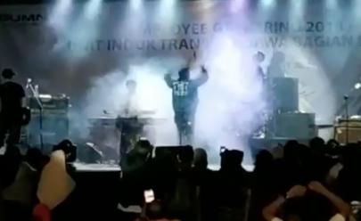 Vídeo mostra momento em que Tsunami arrasta banda em show na Indonésia
