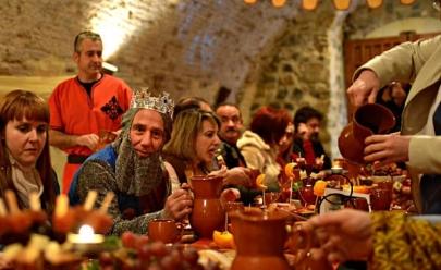Festival com temática medieval acontece em Goiânia com banquete e apresentações artísticas