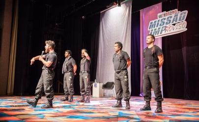 Atores da Cia. Setebelos cumprem desafios da plateia ao vivo no espetáculo Missão Improviso