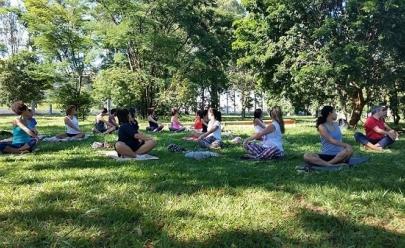 Confira onde praticar yoga gratuitamente e ao ar livre em Uberlândia