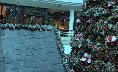 Shopping faz cair neve para comemorar a chegada do Natal em Goiânia