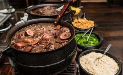 Restaurante de Brasília promove almoço com feijoada, caipirinha e roda de samba por R$39,90