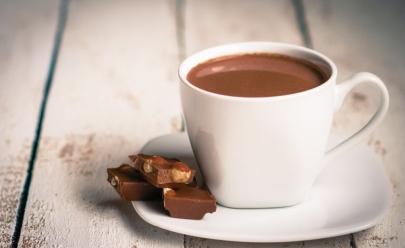 Receita de chocolate quente fácil de fazer e ideal para dias de chuva
