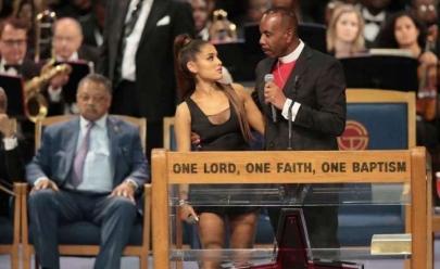 Pastor é acusado de assediar Ariana Grande durante funeral de Aretha Franklin; vídeo