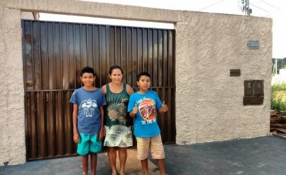 Voluntários reformam casa de família carente em Goiânia