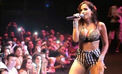 Vídeo: Anitta é atingida por bebida durante show curto em Cabo Frio (RJ)
