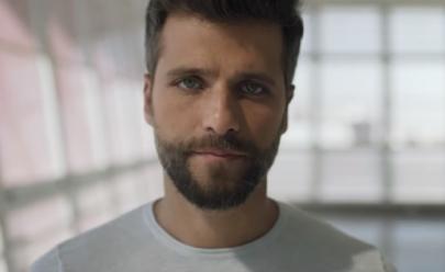 Bruno Galiasso abre discussão sobre rótulos em campanha de Dia dos Pais da Nextel