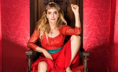 Maitê Proença é viúva de cinco maridos na comédia 'A Esposa Ideal', que chega ao teatro em Goiânia