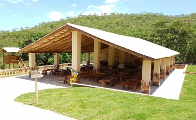 Restaurante oferece deliciosa comida de fogão à lenha a alguns passos da Cachoeira Paraíso em Pirenópolis