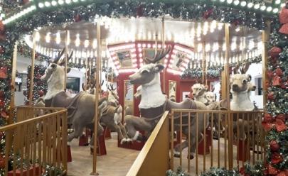 Espaço 'mágico' de Natal tem carrossel, trenó escorregador e fonte dos desejos em Uberlândia