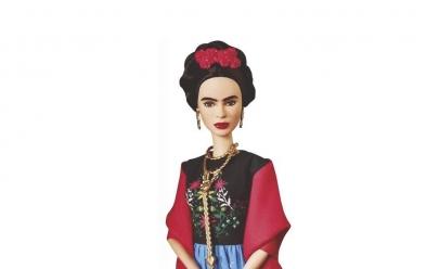 Barbie faz 60 anos e tenta quebrar imagem de beleza inatingível