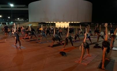 Centro Cultural Oscar Niemeyer recebe aula de yoga gratuita nesta segunda-feira em Goiânia
