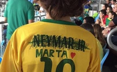 Vídeo: encontraram o garoto que riscou o nome de Neymar pra colocar o da Marta na camisa da seleção