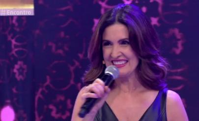 Fátima Bernardes canta o hino 'Evidências' no Encontro e internet vai à loucura