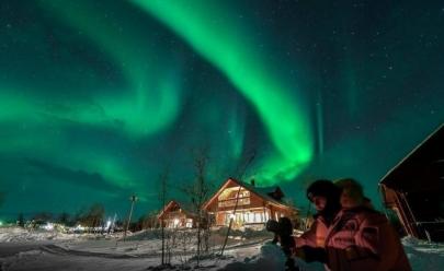 Empresa paga 14 mil reais por mês para você morar na Islândia e viajar pelo mundo com um amigo