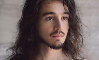 Tiago Iorc está de volta após um ano de silêncio e surpreende com disco e visual novos