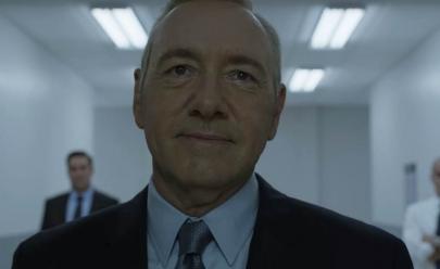 Netflix deixa recado gigante para políticos no Aeroporto de Brasília