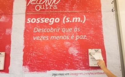Ação em shopping de Goiânia convida público a destacar poesias de painel a fim de passar mensagens positivas de Ano Novo