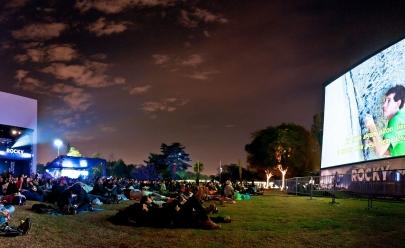Cinema ao ar livre no Brasília Ice Park no Pontão do Lago Sul