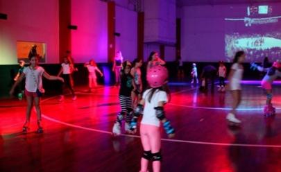 Shopping de Brasília traz pista de patinação gratuita para as férias da criançada