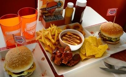 Lanchonete inaugura novo endereço em Brasília e distribui hambúrguer gratuitamente