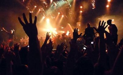 Festa temática 'De Volta aos 90' acontece em Goiânia