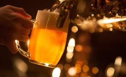 Evento promove degustação guiada de cervejas especiais e tabacaria em Goiânia