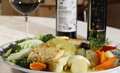 Restaurante Porto Cave oferece jantar harmonizado com vinhos e comida portuguesa em Goiânia