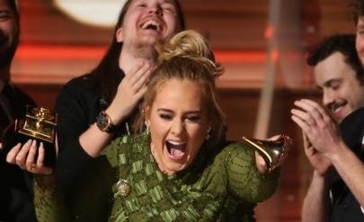 Vídeo: Adele quebra o principal troféu do Grammy para dividir com Beyoncé