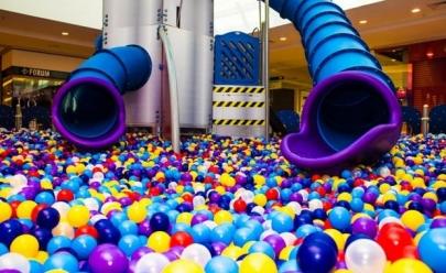 Piscina de bolinhas em shopping de Brasília garante a diversão da criançada