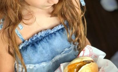 Ação de Dia das Crianças faz hamburgueria de Brasília distribuir hambúrgueres gratuitos em troca de doações