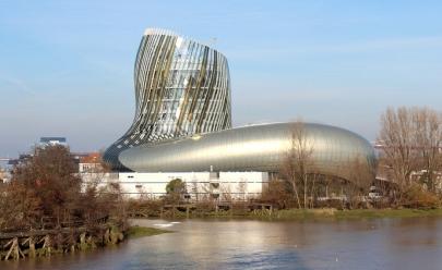 Museu dedicado ao vinho abre as portas em Bordeaux na França, veja o vídeo