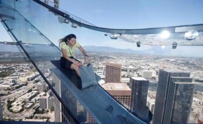 Escorregador de vidro a 300 metros do chão é a nova atração de Los Angeles