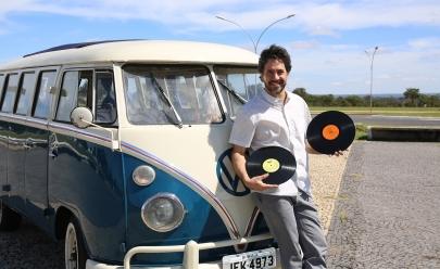 Projeto itinerante passeia por Brasília em uma Kombi e leva ritmos brasileiros gratuitamente ao público